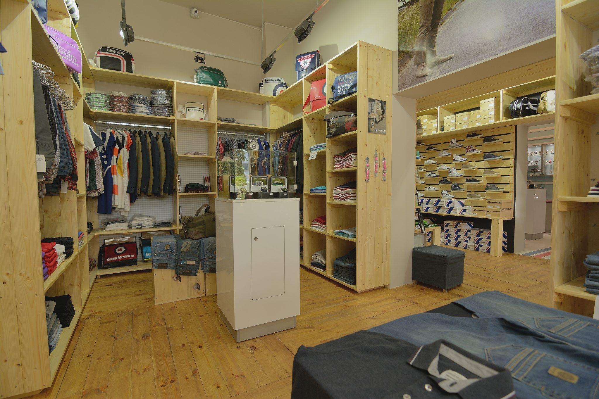 Organizare Shabby Chic, showroom Lambretta 2015